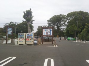 寒川神社 駐車場